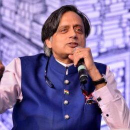 Dr. Shashi Tharoor talks about Well educated mind Vs Well formed mind- Speech- English